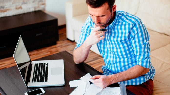 Si perdiste tu empleo o bajó tu salario, comienza por organizar tus finanzas personales