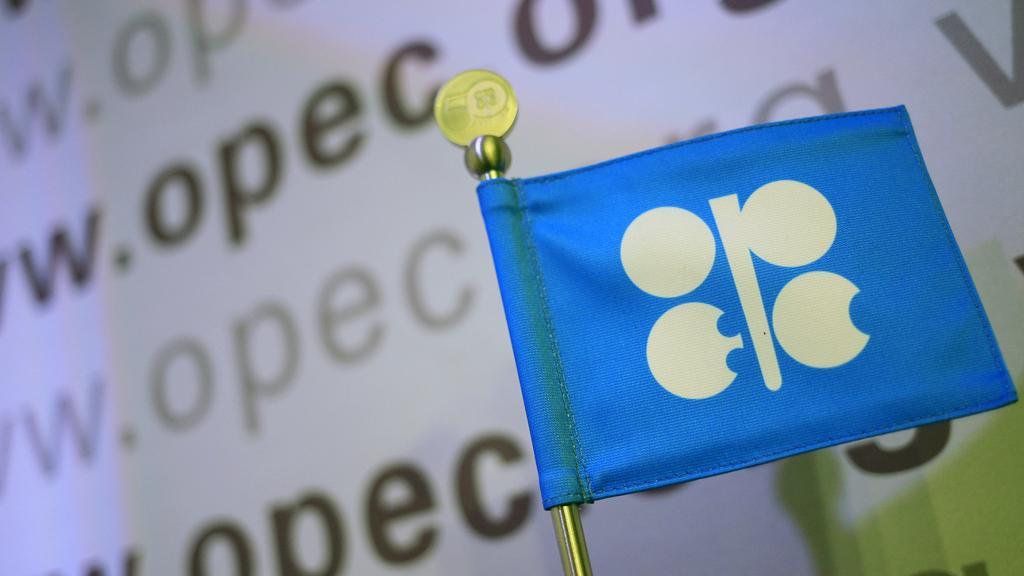 Riad seguirá trabajando en la estabilización de mercados petroleros — Ministro saudí