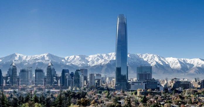 Moody's baja calificación de Chile y sube perspectiva a estable