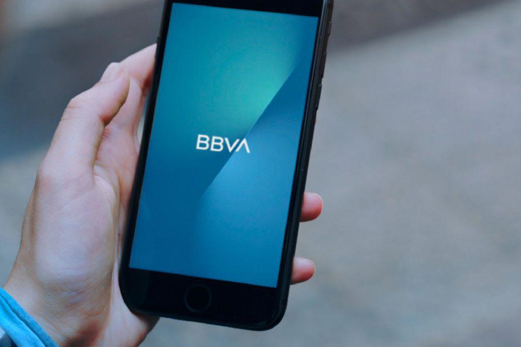 En 270 % creció envío de dinero desde y hacia el exterior por banca móvil del Bbva
