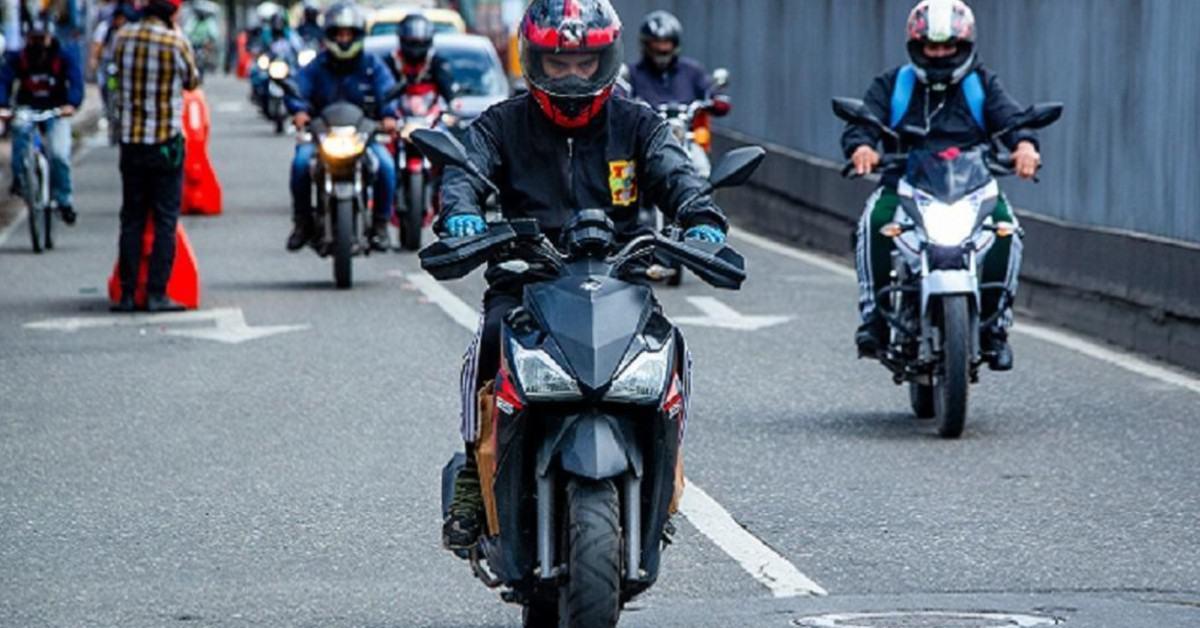 Pilas, evite multas en Colombia por no usar el casco reglamentario para motociclistas