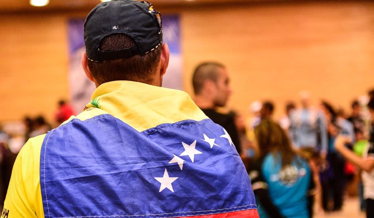Este es el efecto de la migración de venezolanos a Colombia en precios y salarios