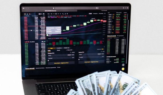 Wall Street se recupera tras pérdidas de semana pasada; Bolsa de Colombia, baja